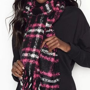 VS Winter Scarf fringed pnk/blk/wht plaid